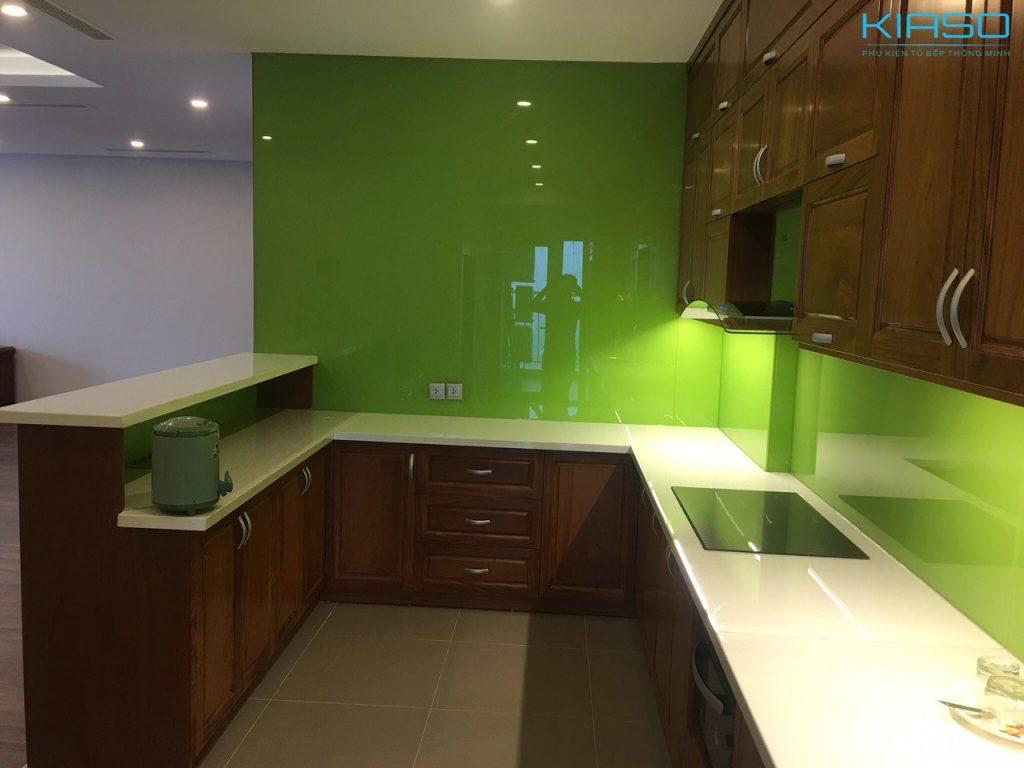 Mẫu phòng bếp với màu xanh chủ đạo